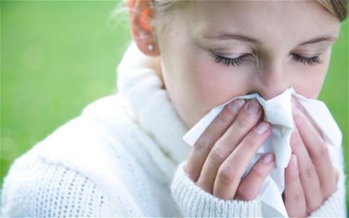 bd2gcn-woman-sneez_2727914b