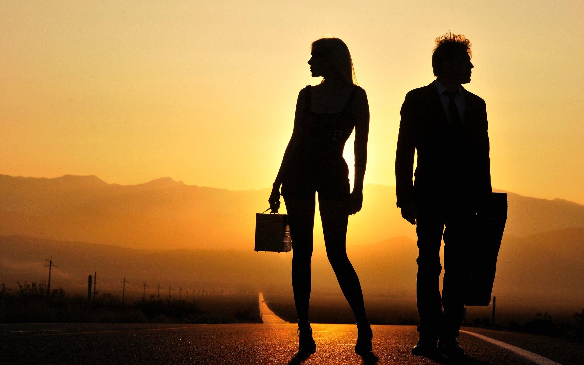 wallpaper-man-and-woman-at-sunset