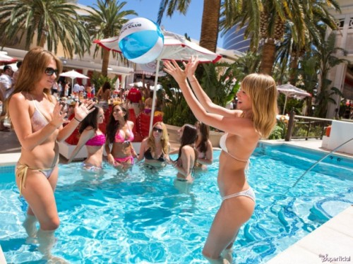 sara-underwood-vegas-pool-party-37-630x472