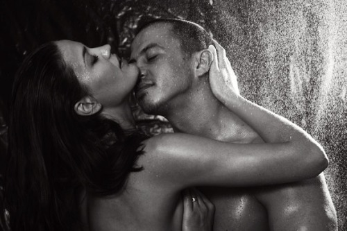 10-amazing-benefits-couples-get-when-they-shower-together-daily