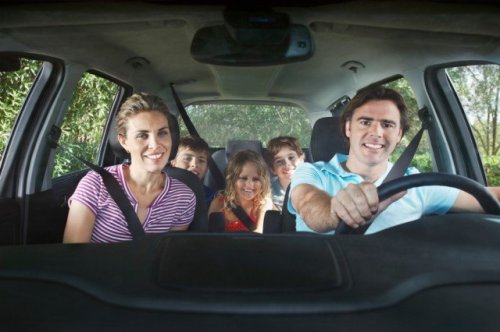 Happy-Family-In-Car-640x426