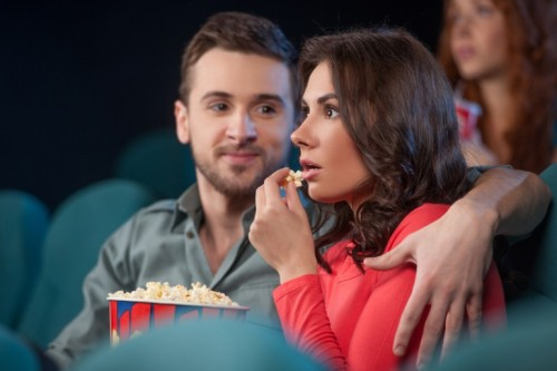 couple-watching-movie-romantic-ideas