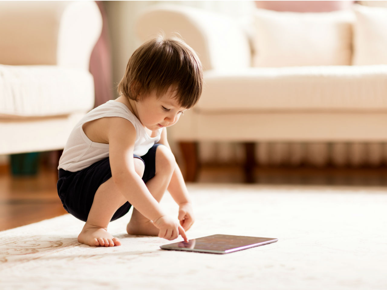 touchscreens-are-bad-for-toddlers-and-babies-sleep